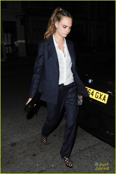 **USA ONLY** London, UK - Cara Delevingne walks ahead of girlfriend St. Vincent as she and Selena Gomez attend the Louis Vuitton after party held at Loulou's Mayfair in London. AKM-GSI September 20, 2015 **USA ONLY** To License These Photos, Please Contact : Steve Ginsburg (310) 505-8447 (323) 423-9397 steve@akmgsi.com sales@akmgsi.com or Maria Buda (917) 242-1505 mbuda@akmgsi.com ginsburgspalyinc@gmail.com