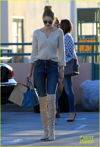 51911146 Model Gigi Hadid and some friends are spotted out for lunch at Il Pastaio in Beverly Hills, California on November 17, 2015. Afterwards the group of friends stopped by a nail salon to get their nails done. FameFlynet, Inc - Beverly Hills, CA, USA - +1 (818) 307-4813