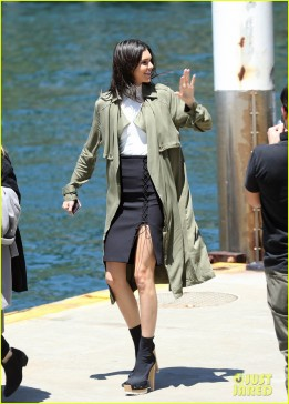 November 17, 2015: Kendall Jenner & Kylie Jenner board a boat on Sydney Harbour in Sydney, Australia. Mandatory Credit: INFphoto.com Ref:infausy-12/17/42